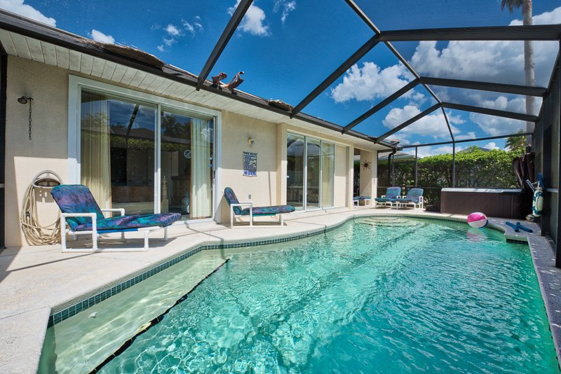 Secluded Tub and Pool Area