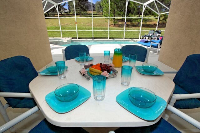 Large Lanai with dinning table and chairs