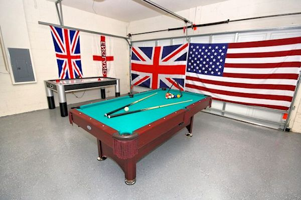 Games room with Air Hokey and Snooker