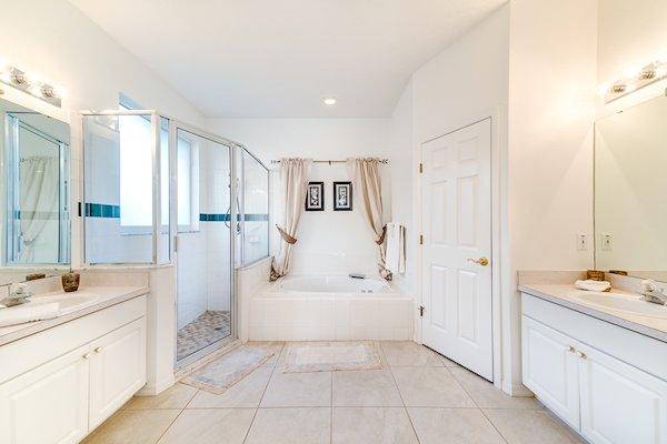 Gorgeous en suite bathroomms