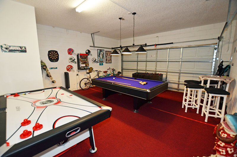 Game room with free bycicles, strollers and much more